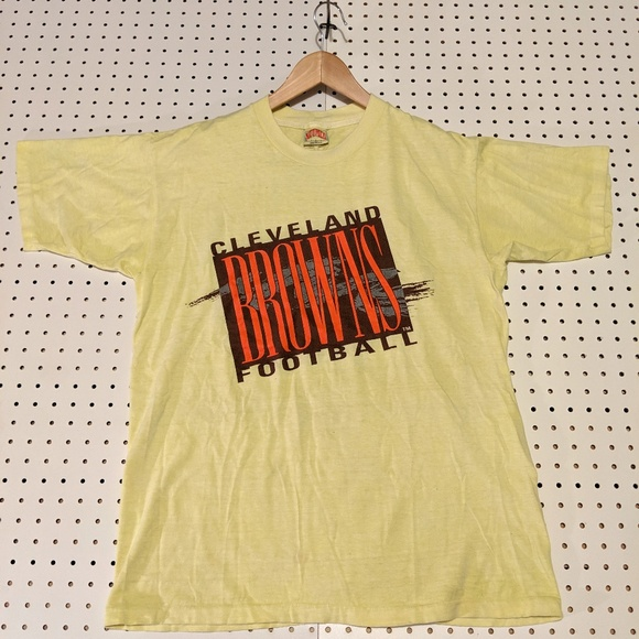 Nutmeg Other - RARE VINTAGE BROWNS NUTMEG TEE